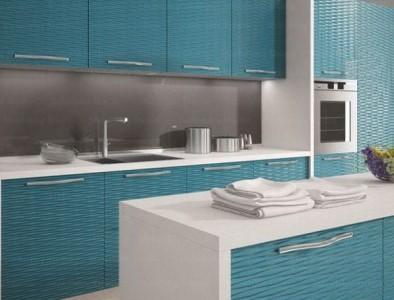 кухня с фасадами ракушка голубыми